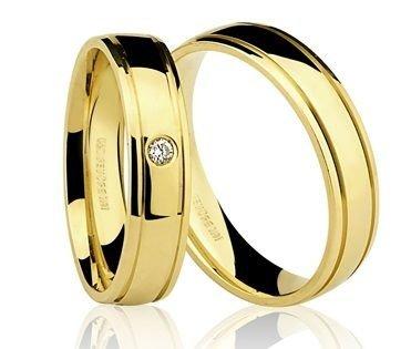 Par de Alianças anatômicas em ouro amarelo 18K-750 com 1 Diamante de 3pts - Cod.77-0216-2-003