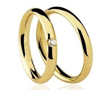 Par de Alianças anatômicas em ouro amarelo 18K-750 com 1 Diamante de 5pts - Cod.77-0062-2-005