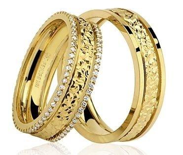 Par de Alianças anatômicas em ouro amarelo 18K-750 com 112 Diamantes de 56pts - Cod.77-0227-2-059