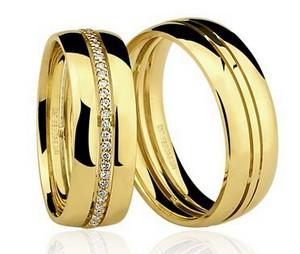 Par de Alianças anatômicas em ouro amarelo 18K-750 com 56 Diamantes com 28pts - Cod.77-0228-2-030