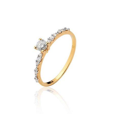 Anel em ouro amarelo 18k com diamante central e nas laterais08.0112.2.032