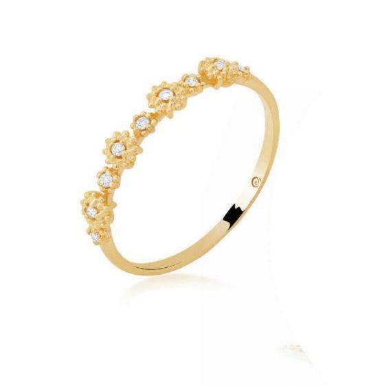 Anel em ouro amarelo 18k e diamantes