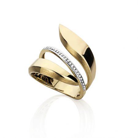 Anel em ouro amarelo 18k aro recortado com uma fila de diamantes