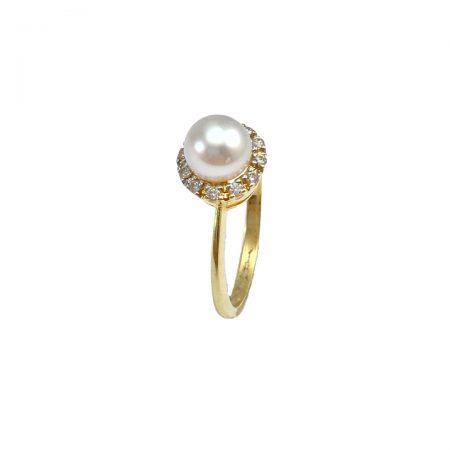 Anel em ouro 18k com uma pérola com diamantes